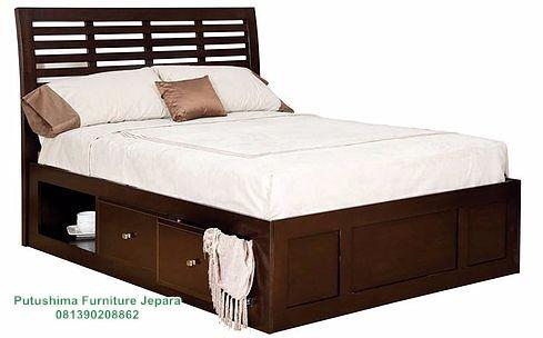 Tempat Tidur Jati Laci