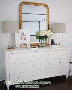Meja Rias Putih Lengkung