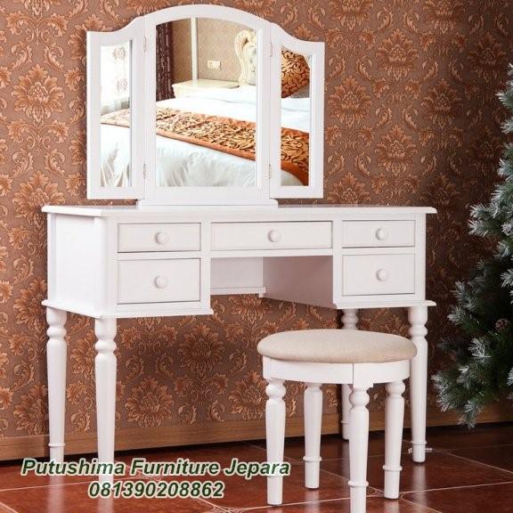 Meja Rias Kupu Klasik Putih